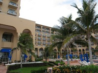 Мексика. Канкун. The Ritz Carlton Cancun. Бассейн. Фото Павла Аксенова