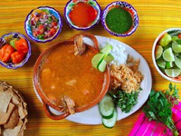 Мексика. Мексиканская кухня. Shrimp seafood soup mexican chili sauces nachos. lunamarina  - Depositphotos