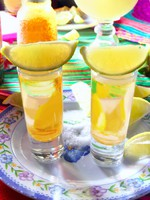 Мексика. Мексиканская кухня. Tequila salt lemon alcohol mexican drink. lunamarina - Depositphotos