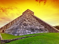 Мексика. Чичен-Ица. Kukulkan pyramid in Chichen Itza at sunset. Фото Mustang_79 - Depositphotos