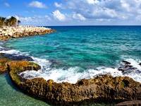 Мексика. The sea coast in Xcaret park near Cozumel, Mexico. Фото KKulikov - Depositphotos