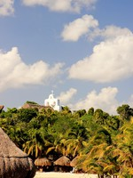 Мексика. An open-air San Francisco de Asis Chapel, Xcaret, Mexico. A view from Xcaret waterpark beach. Фото AndyCandy - Depositphotos
