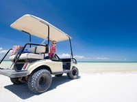Мексика. Ривьера Майя. Golf cart at tropical white sand beach in Holbox Mexico. Фото Shalamov - Depositphotos