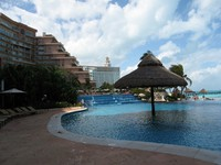 Мексика. Канкун. Fiesta Americana Grand Coral Beach Cancun Resort & Spa. Бассейн. Фото Павла Аксенова