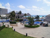Мексика. Канкун. JW Marriott Cancun Resort & Spa. Бассейн. Фото Павла Аксенова