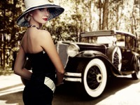 Ретро. Woman in hat against retro car. Фото Andrejs Pidjass - Depositphotos