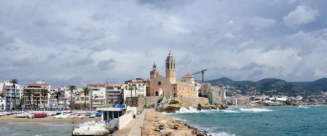 Испания. Коста Дорада. Coastline of Sitges, Costa Dorada, Spain. Фото Stepan Ermakov - Depositphotos