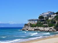 Испания. Коста Дорада. Seaside view. Costa Dorada. Spain. Фото  jekaterina.k - Depositphotos