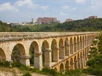 Испания. Каталония. Roman aqueduct in Tarragona, Spain. Фото Lenar Musin - Depositphotos