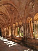 Испания. Каталония.  Cloister in Medieval Cathedral. Фото Ferenc Ungor - Depositphotos