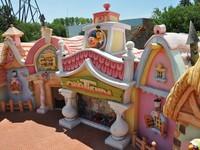 Испания. Каталония. Парк Авентура. Funny childs attractions in the Port Aventura. Фото Canarino - Depositphotos
