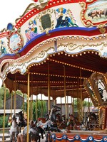 Испания. Каталония. Парк Авентура. Carousel with horses. Фото Георгий Пашин - Depositphotos