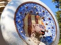 Испания. Барселона. Парк Гуэль (арх. А.Гауди). Gaudi mosaic Snake. ФотоTONO BALAGUER SL - Depositphotos