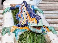 Испания. Барселона. Парк Гуэль (арх. А.Гауди). Mosaic Lizard in Park Guell. Фото master2 - Depositphotos