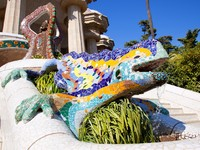 Испания. Барселона. Парк Гуэль (арх. А.Гауди). Dragon salamandra of gaudi in park guell. Фото lunamarina - Depositphotos