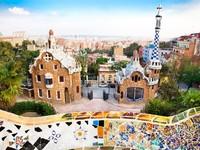 Испания. Барселона.Парк Гуэль (арх. А.Гауди). Colorful architecture by Antonio Gaudi. Фото Aleksandar Todorovic - Depositphotos