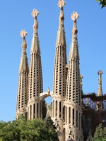 Испания. Барселона Собор Святого Семейства (арх. А.Гауди). Sagrada Familia towers. Фото Павел Кириченко - Depositphotos
