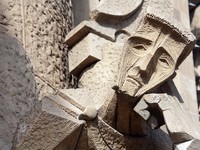 Sagrada Familia facade statue in Barcelona. Фото sailing - Depositphotos