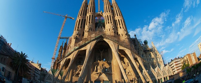 Испания. Барселона. Собор Святого Семейства (арх. А.Гауди). Sagrada Familia in Barcelona. Фото Dmitry Saparov - Depositphotos
