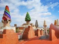 Испания. Барселона. Дворец Гуэль. Roof. Фото Tatjana Pilate - Depositphotos