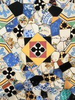 Испания. Барселона. Дворец Гуэль. Mosaics decoration at Guell Palace. Фото Batta Anasztazia - Depositphotos