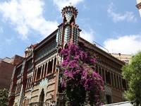 Испания. Барселона. Famous Casa Vicens designed by Antoni Gaudi. Фото konstantin32 - Depositphotos
