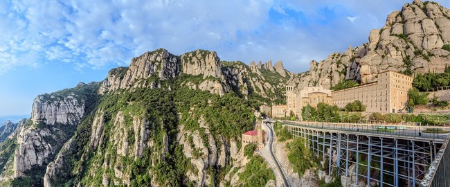 Испания. Монтсеррат. Santa Maria de Montserrat monastery, Catalonia, Spain. Panoramic of 50Mpx. Фото KarSol - Depositphotos