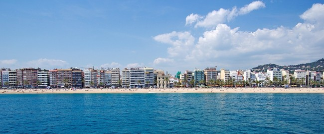 Испания. Коста Брава. Льорет-де-Мар. Panoramic view of Lloret de Mar, Costa Brava, Spain. Фото borodaev - Depositphotos