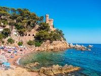 Испаиня. Коста Брава. Льоретт-де-Мар. Lloret de Mar beach. Фото Nataliia Anisimova - Depositphotos