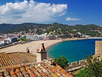 Испания. Коста Брава. Тосса-де-Мар. Cityscape view of Tossa de Mar, Costa Brava, Spain. Фото Роман Бородаев - Depositphotos