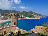 Испания. Коста Брава. Тосса-де-Мар. Cityscape of Tossa de Mar, Costa Brava, Spain. Фото Роман Бородаев - Depositphotos