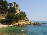 Испаиня. Коста Брава. Льоретт-де-Мар. Castle Sant Joan in Lloret De Mar. Фото severija - Depositphotos