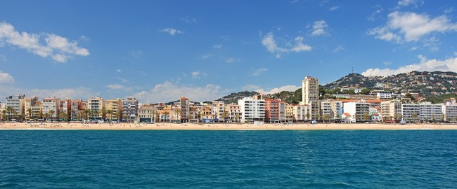 Испаиня. Коста Брава. Льоретт-де-Мар. Panoramic view of Lloret de Mar city, Costa Brava, Spain. Фото borodaev - Depositphotos