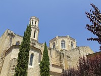 Испания. Фигерас. Church of Saint Peter in Figueres. Century Gothic church XII-XV. Фото Toniflap - Depositphotos