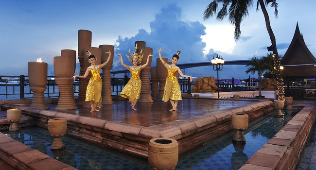 Клуб путешествий Павла Аксенова. Anantara Bangkok Riverside Resort & Spa. Riverside_Terrace_Performance
