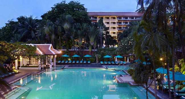 Клуб путешествий Павла Аксенова. Anantara Bangkok Riverside Resort & Spa. Tropical_swimming_pool