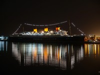 LONG BEACH CALIFORNIA Historic Queen Mary shines brightly at night. Фото trekandshoot - Depositphotos