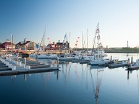 LONG BEACH - The Shoreline (Downtown) Marina opened in 1982 and has 1764 slips for recreational boaters. Фото - Depositphotos