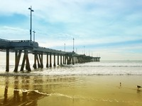 Venice Beach's pier bathed in sunlight. Фото Daina Falk - Depositphotos