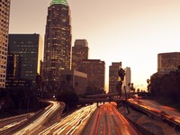 Los Angeles, Urban City at Sunset with Freeway Trafic. Фото EpicStockMedia - Depositphotos