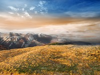 Крым. Late autumn in the mountains at sunset. Фото Givaga - Depositphotos