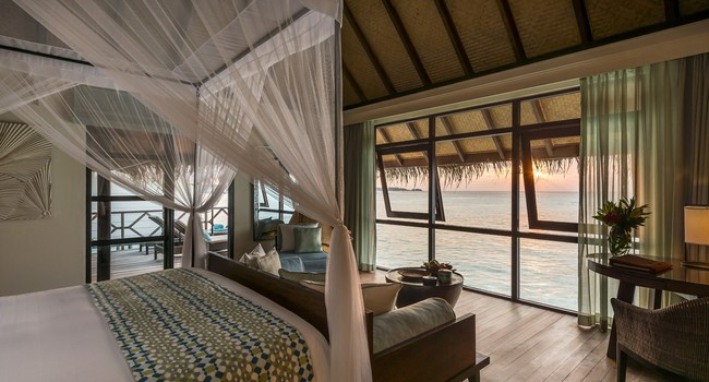 Мальдивы. Four Seasons Resort Maldives at Kuda Huraa. Sunset Water Bungalow