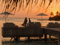 Мальдивы. Four Seasons Resort Maldives at Kuda Huraa. Sunset Lounge