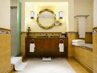 ОАЭ. Фуджейра. Le Meridien Al Aqah Beach Resort. Superior Room. Guest Bath Room – Classic and Superior Rooms