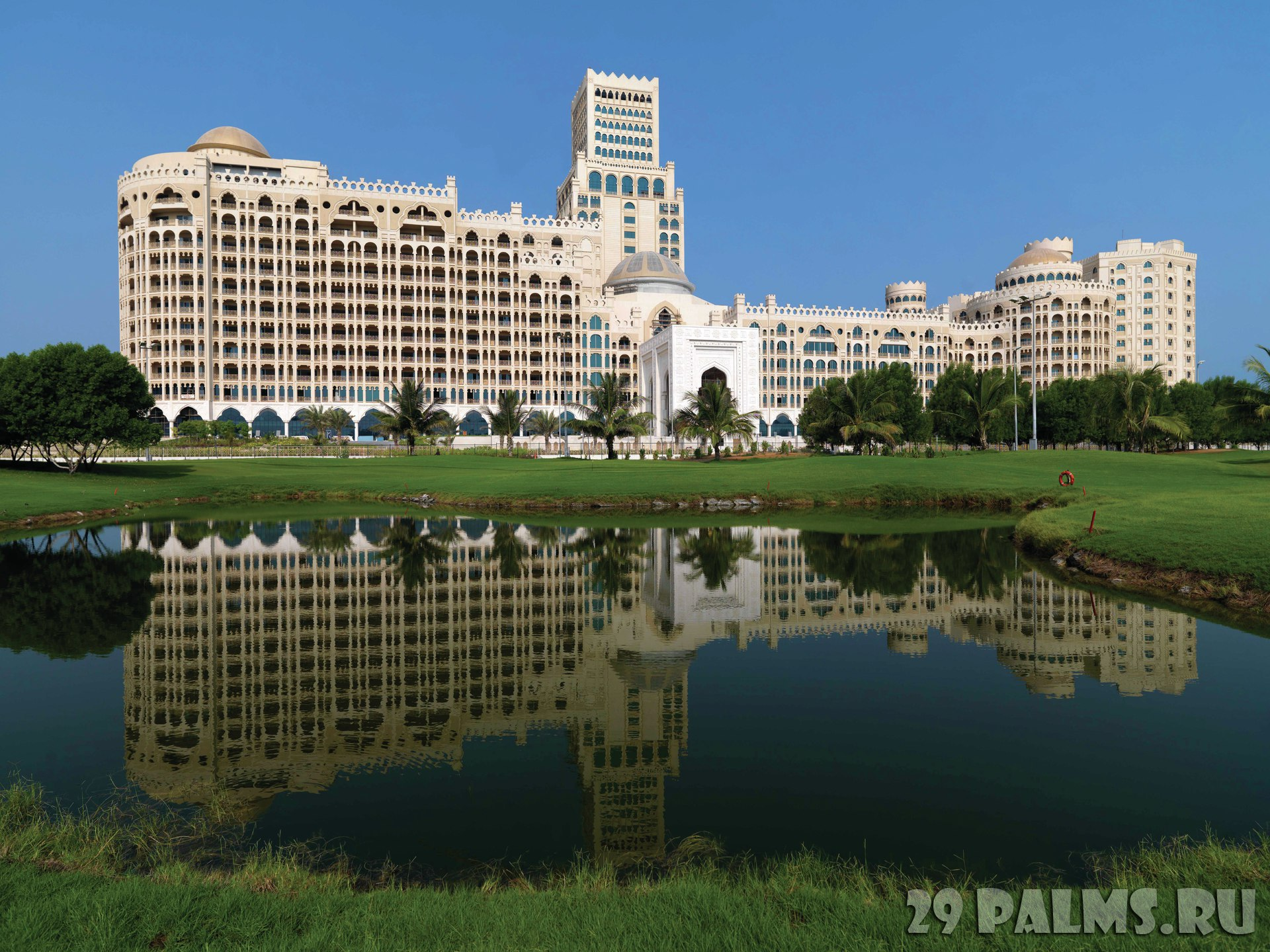 Клуб путешествий Павла Аксенова. ОАЭ. Рас-эль-Хайма. Waldorf Astoria Ras al Khaimah. Exterior from golf course