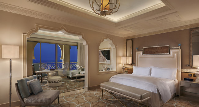Клуб путешествий Павла Аксенова. ОАЭ. Waldorf Astoria Ras Al Khaimah. Junior Suite Sea View Balcony Night