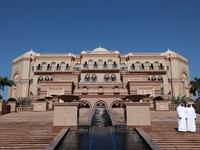 ОАЭ. Абу-Даби. Emirates Palace. The Emirates Palace in Abu Dhabi, UAE. Фото Philip Lange - Depositphotos