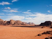 Иордания. Jordan. Narrow view of mountains and desert in Wadi Rum, Jordan. vkovalcik - Depositphotos