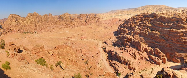 Иордания. Jordan. Panorama Caves in lost city of world wonder Petra, Jordan. mac_sim - Depositphotos