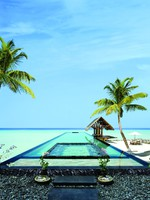 Мальдивы. One & Only Reethi Rah. Pool Beach